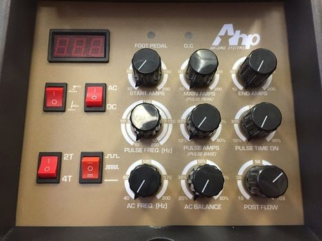Front Control Panel / Knobs